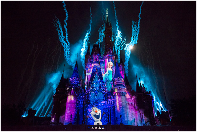 [Tokyo Disneyland] Nouveau spectacle nocturne : Once Upon a Time (29 mai 2014)  - Page 3 717627ouat4
