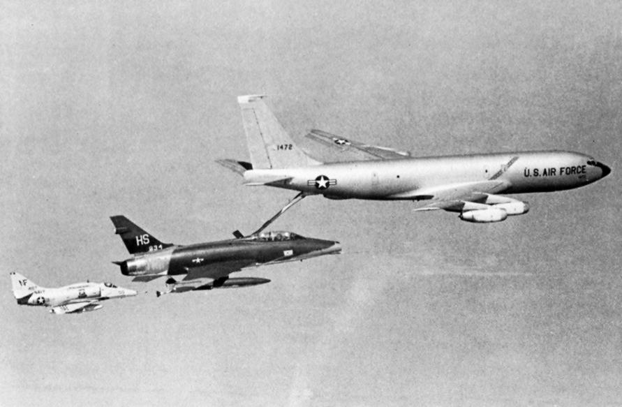DOUGLAS A-4 SKYHAWK [NOUVELLE VERSION] 720697DouglasA4FSkyhawkVA212CVA31Vietnam19682