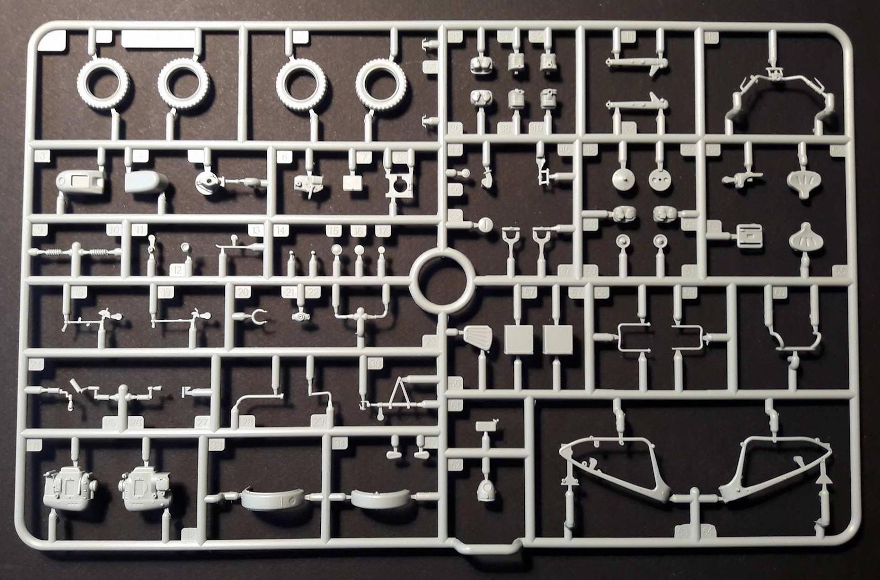 Zündapp KS750 - Sidecar - Great Wall Hobby + figurines Alpine - 1/35 733088ZundappBox4