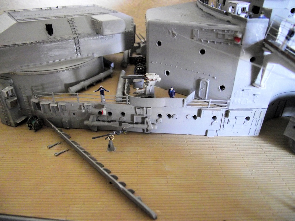 Bismarck 1/200 Trumpeter - Page 6 739329Bismarck1x200138