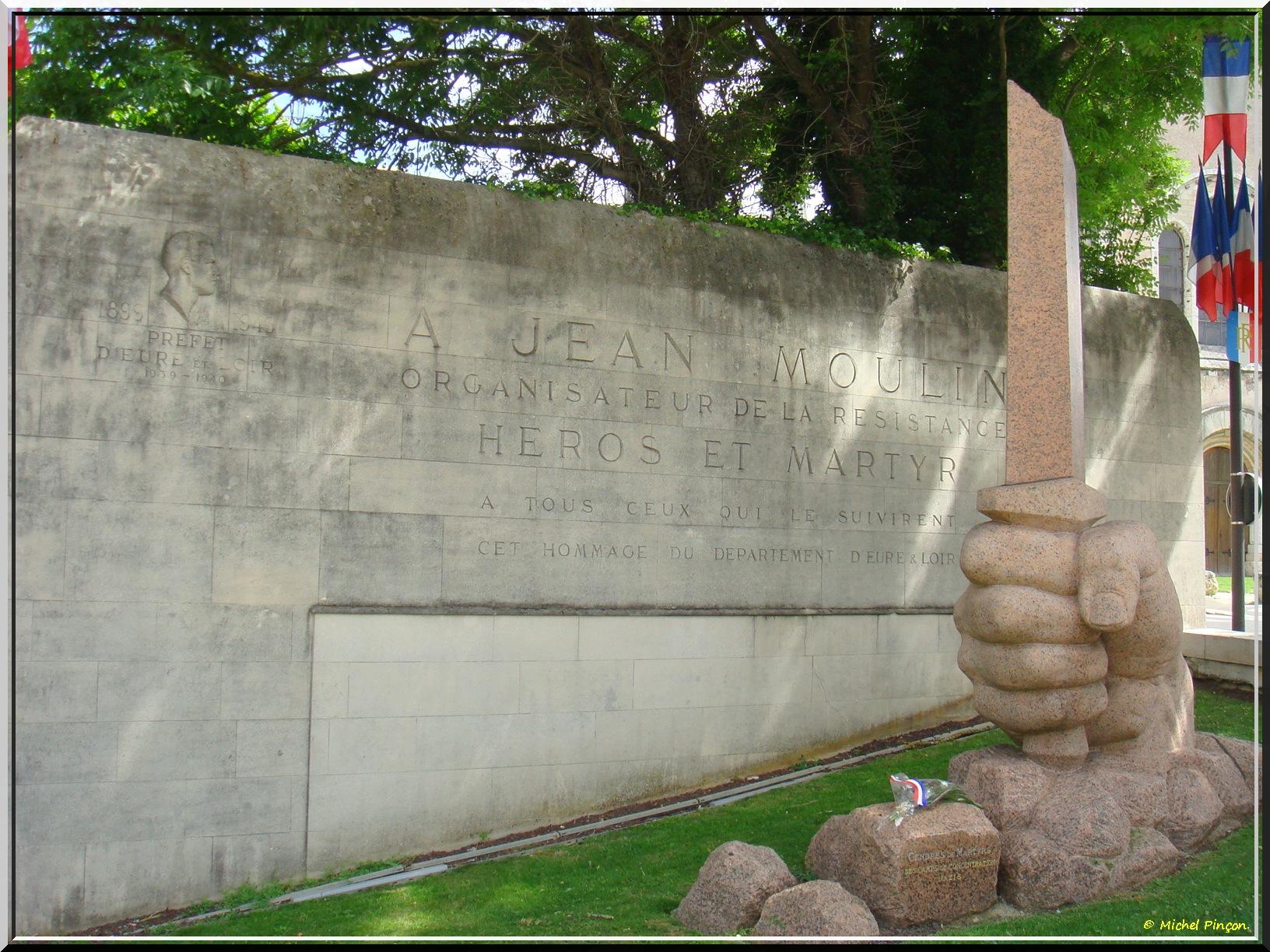 [Histoires et Histoire] Monuments aux morts originaux Français Tome 1 - Page 37 742884DSC012968