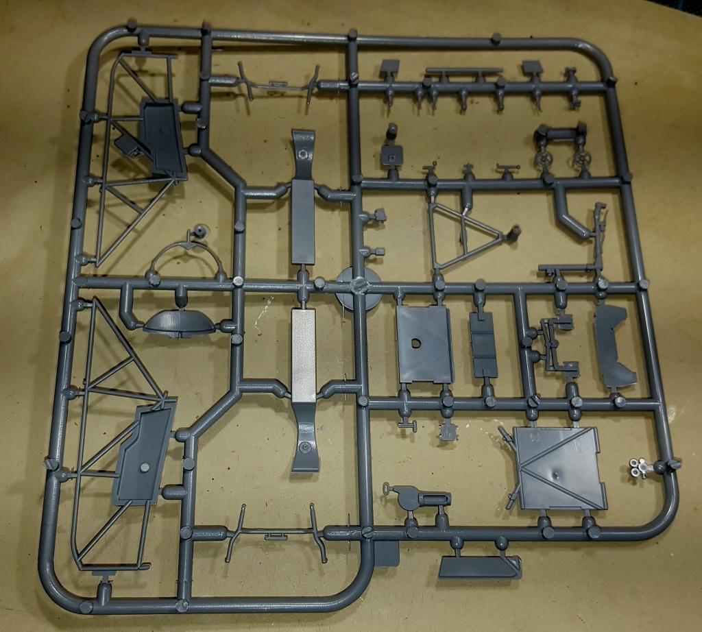 YAK 3 - Normandie Niemen 1/32 Special Hobby 75380620160913221843