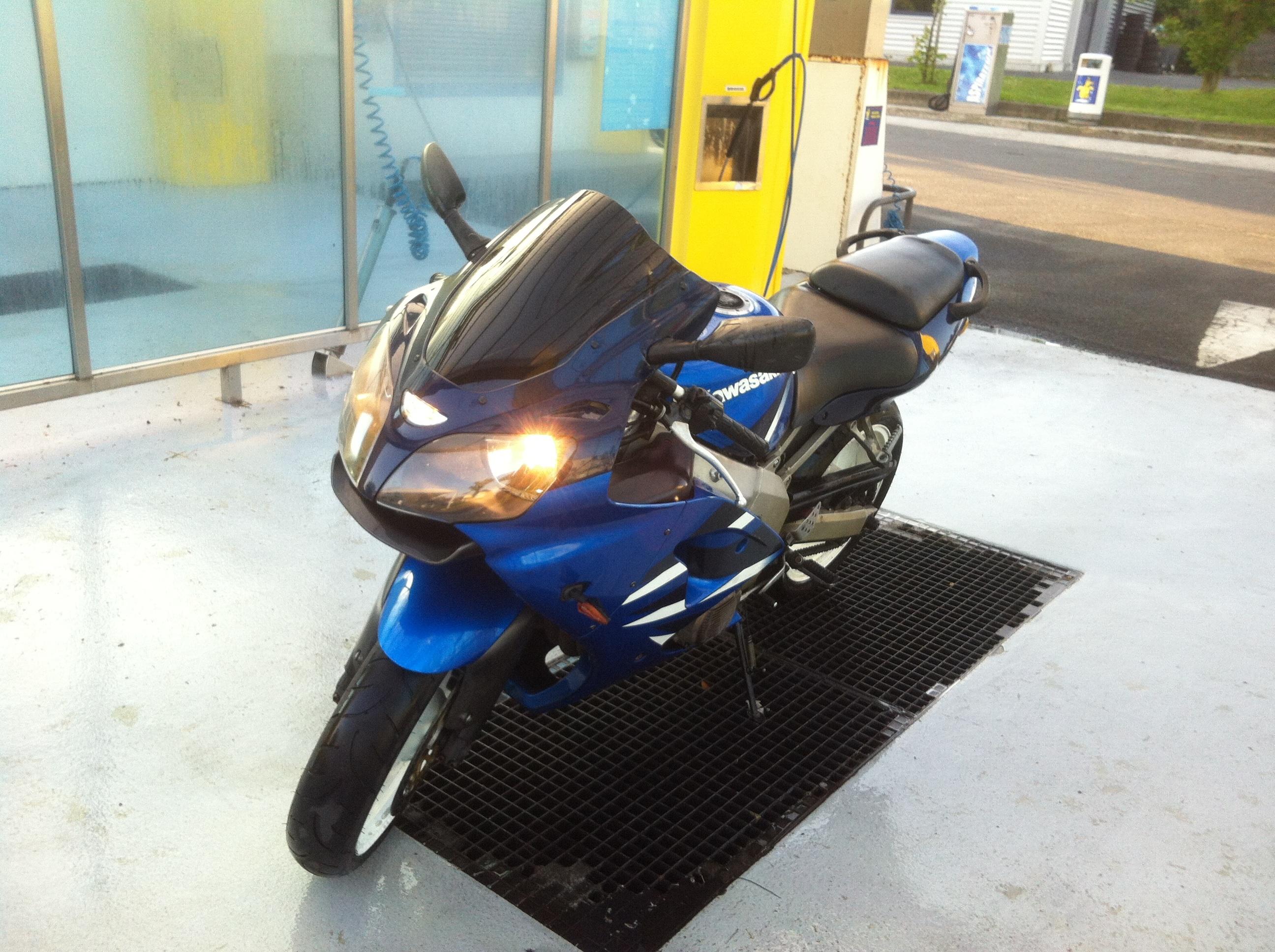 ma zx6r bleu de 2001 avec 100000kms!!!  762766image