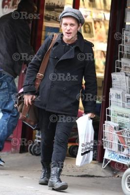 Mark sort d'une librairie à l'Ouest de Londes 24/01/2011 765796normal0519