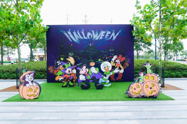 Disneytown [Shanghai Disney Resort - 2016] 770425w177
