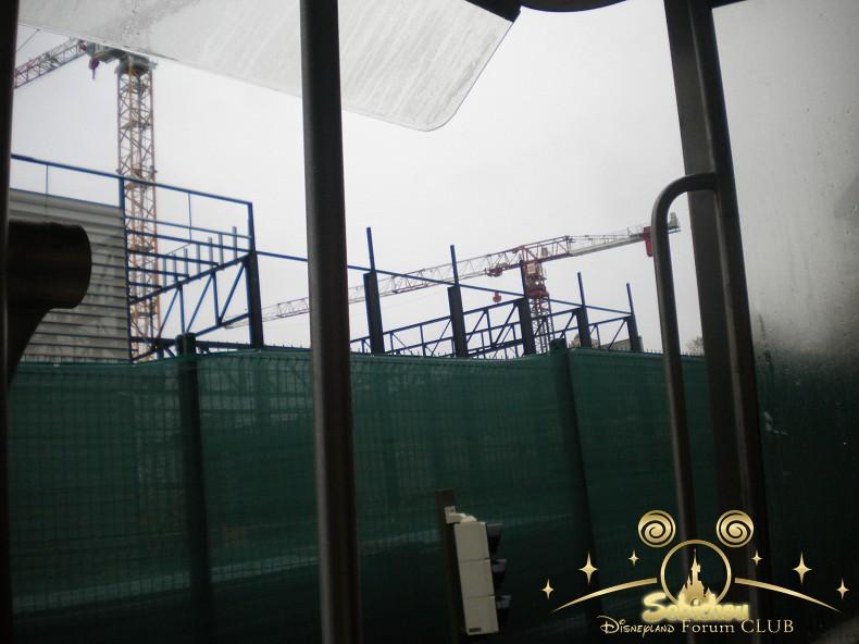 Construction du Dark Ride Ratatouille pour 2014 - Page 40 770888DSCN9961border