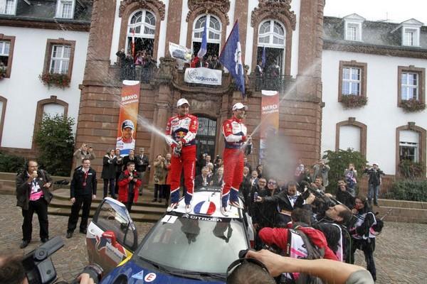 WRC Rallye de France Alsace 2012 : Loeb s'offre son 9ème titre  7744252012rallyedefrancesebastienloebdanielelena4
