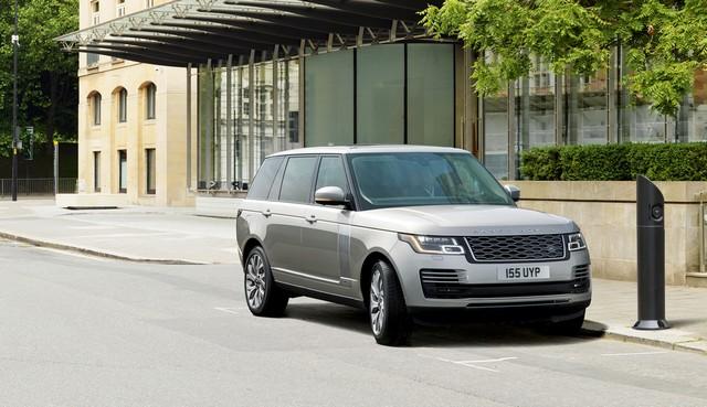 Le Nouveau Range Rover intègre dans sa gamme une motorisation essence hybride rechargeable 775572rr18myphevlwbonroad10101705