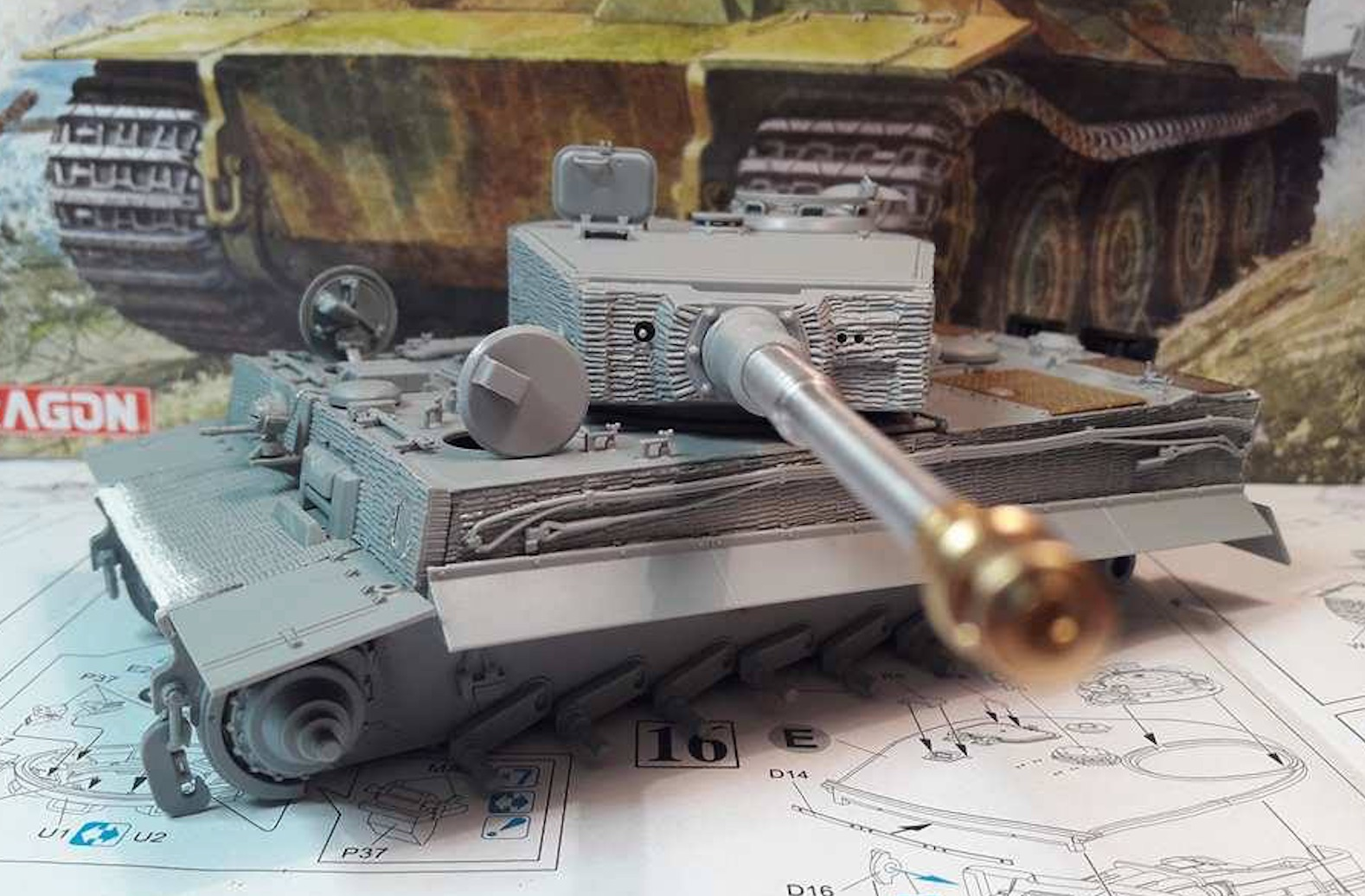 Tiger I Late production - Normandie 1944 - Dragon - 1/35 - Page 2 778392TigerStep17