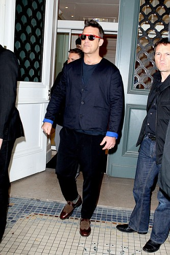 TT à Paris le 24 novembre (à leur hôtel et à RFM) 781481illiamspopsoutParisLl23d9RC7hlvijpg