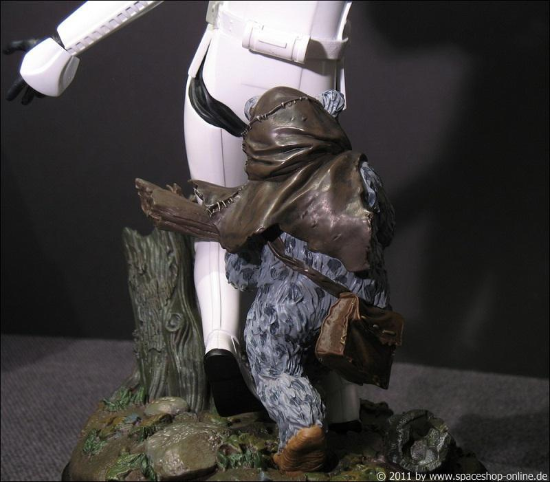 """Fall of the Empire"" – Ewoks vs. Stormtrooper Diorama 7972740053"