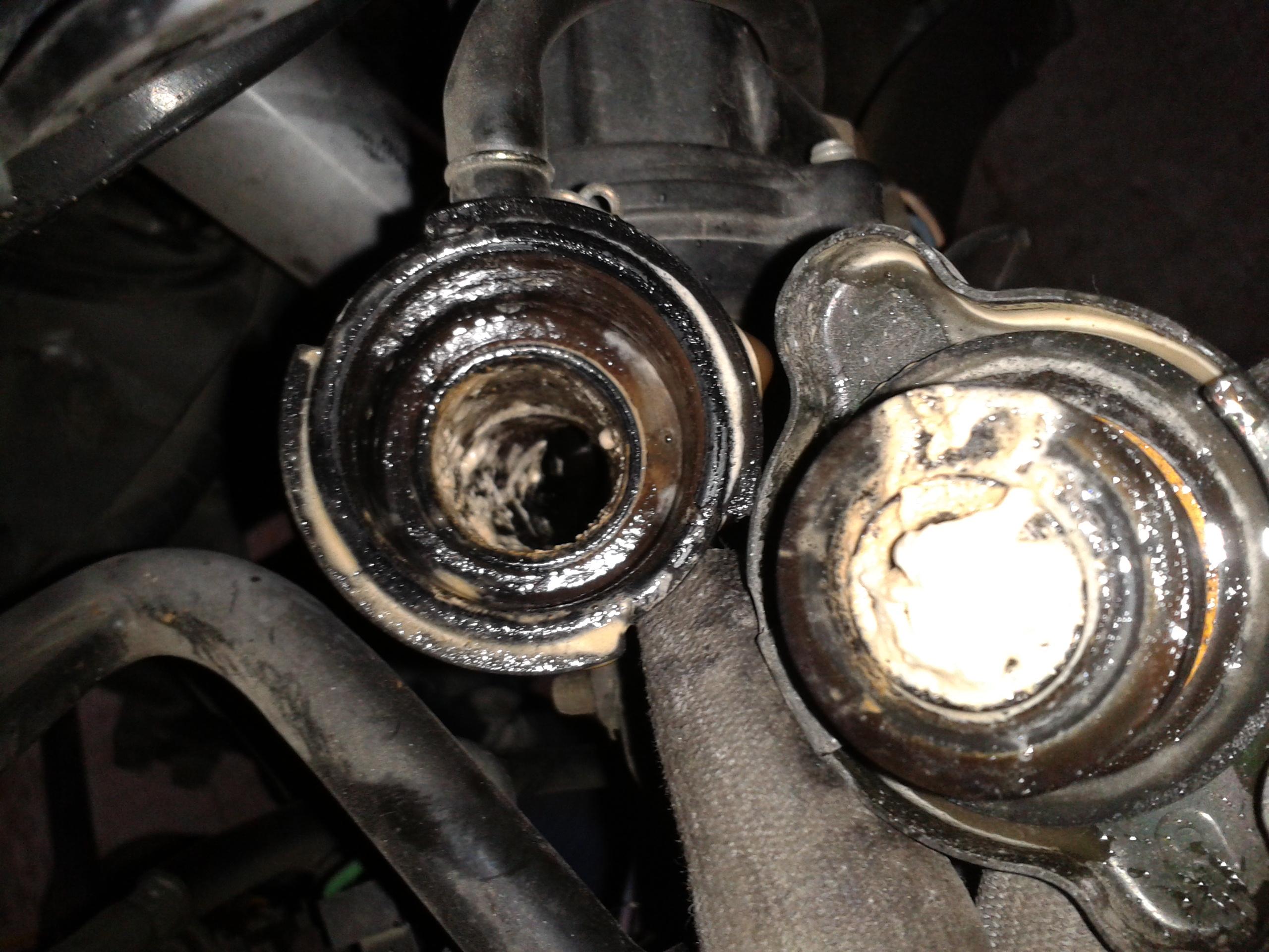 fumée blanche ,ralentit trop bas,regime moteur irregulier 79733420141013144108