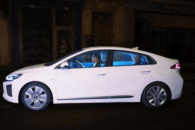 Hyundai IONIQ électrise la toile avec « l'After Electro Electric » 802745makingoff08