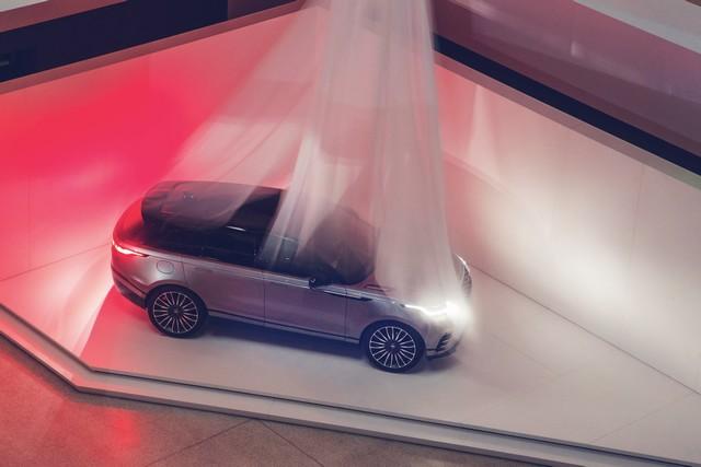 Première mondiale : Le nouveau Range Rover Velar dévoilé au Design Museum de Londres 803679rangerovervelarrevealsequence2
