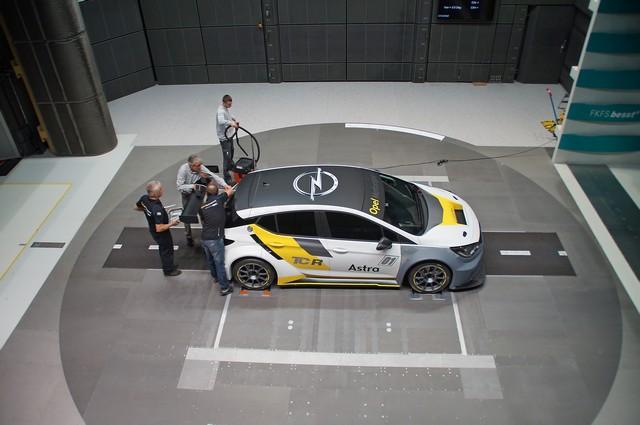Aérodynamique étudiée : bon vent à l'Opel Astra TCR 804080OpelAstraTCR300279