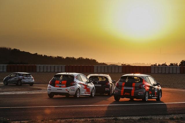 Drapeau A Daliers Sur Une Saison Record Des Rencontres Peugeot Sport ! 80849837568950930356be30d6fz