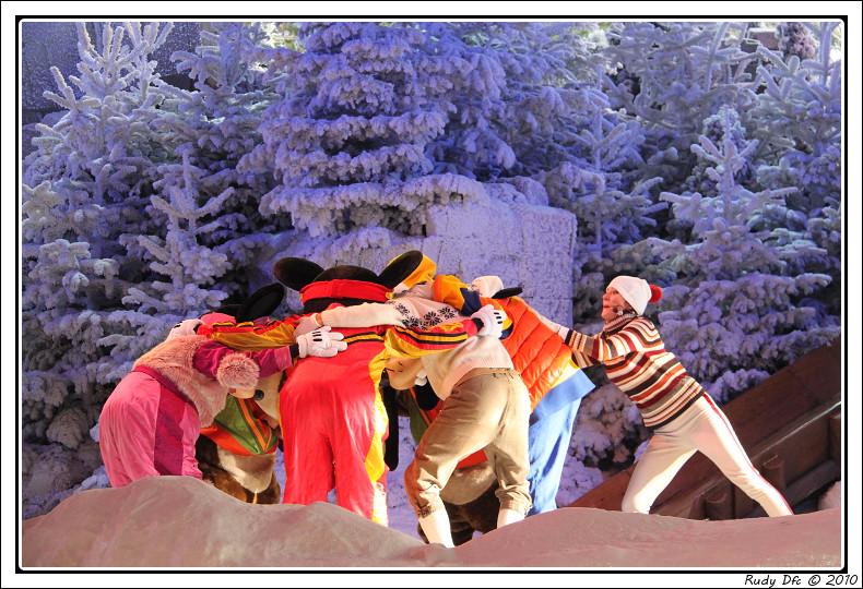 Spectacle Mickey et la magie de l'hiver - Page 3 815393IMG0770border