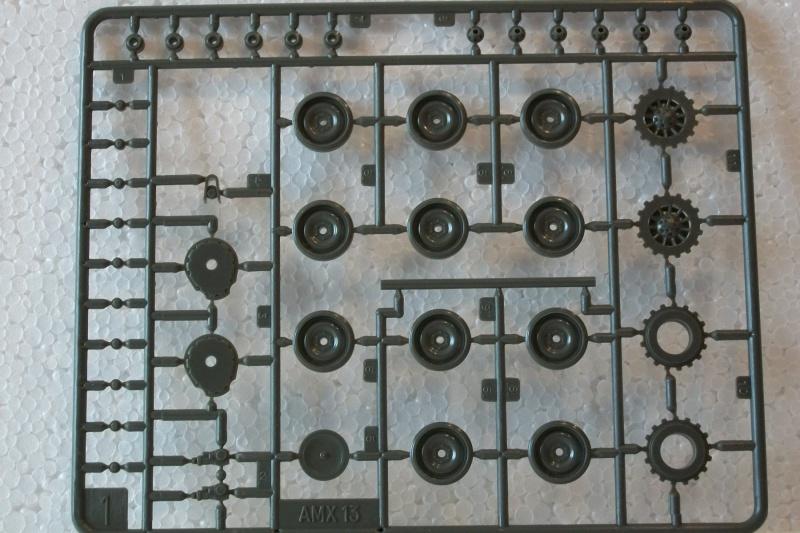 AMX 13 canon de 75 1/35ème Réf L 784 823410AMX1375784016Heller135