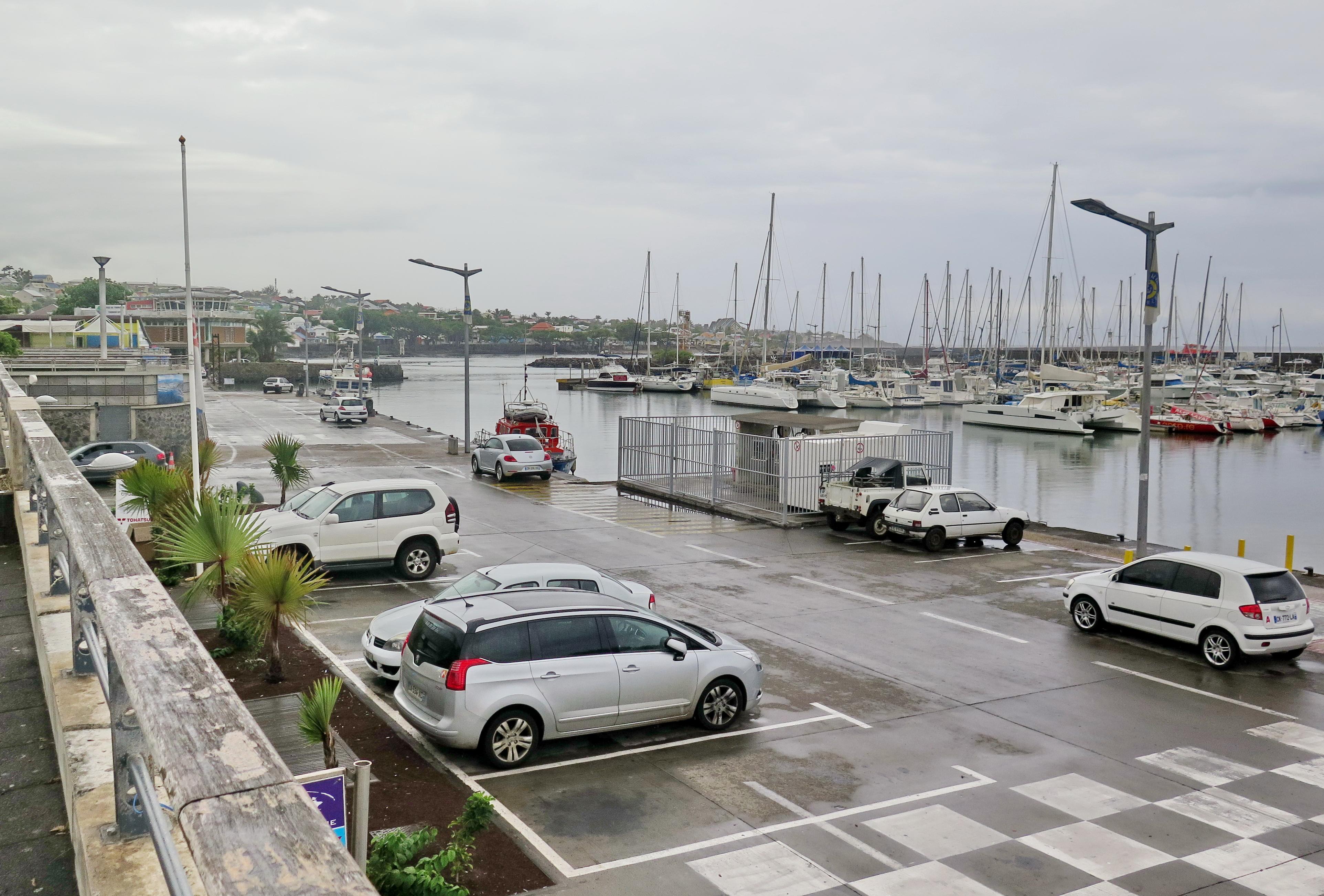 [Vie des ports] Les ports de la Réunion - Page 2 829403saintpierre010