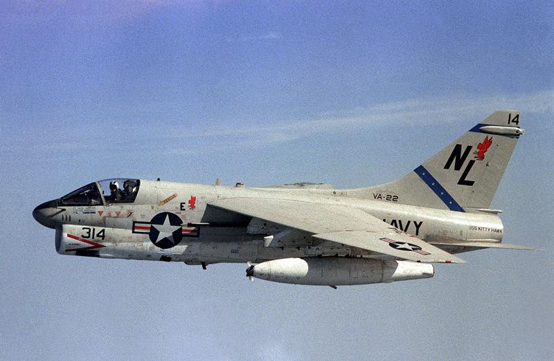 MCDONNELL-DOUGLAS F/A-18 HORNET  829808Vought_A_7E