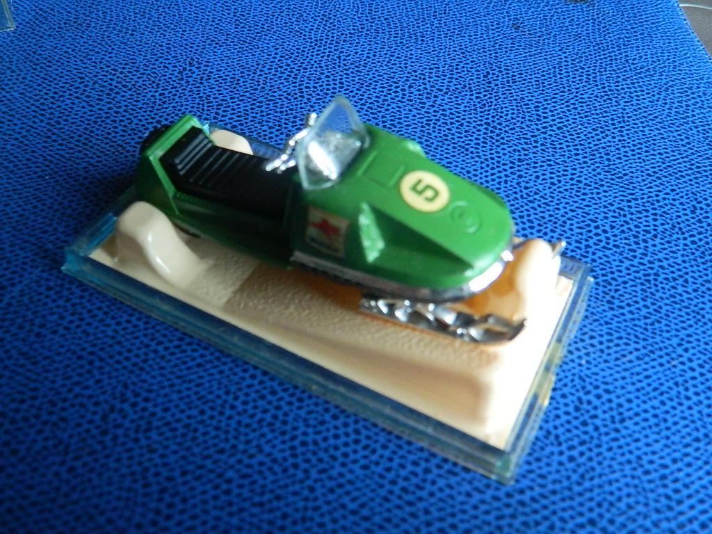 N°249 MOTO-NEIGE 836687reererertr007