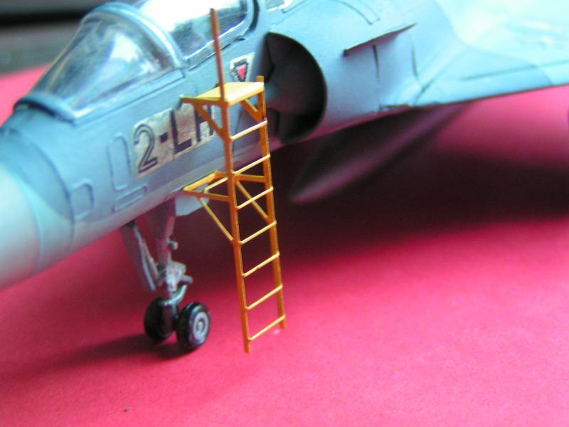 photo decoupe d'echelles d'accès au cockpit d'avions francais 72ème 836914PICT0169