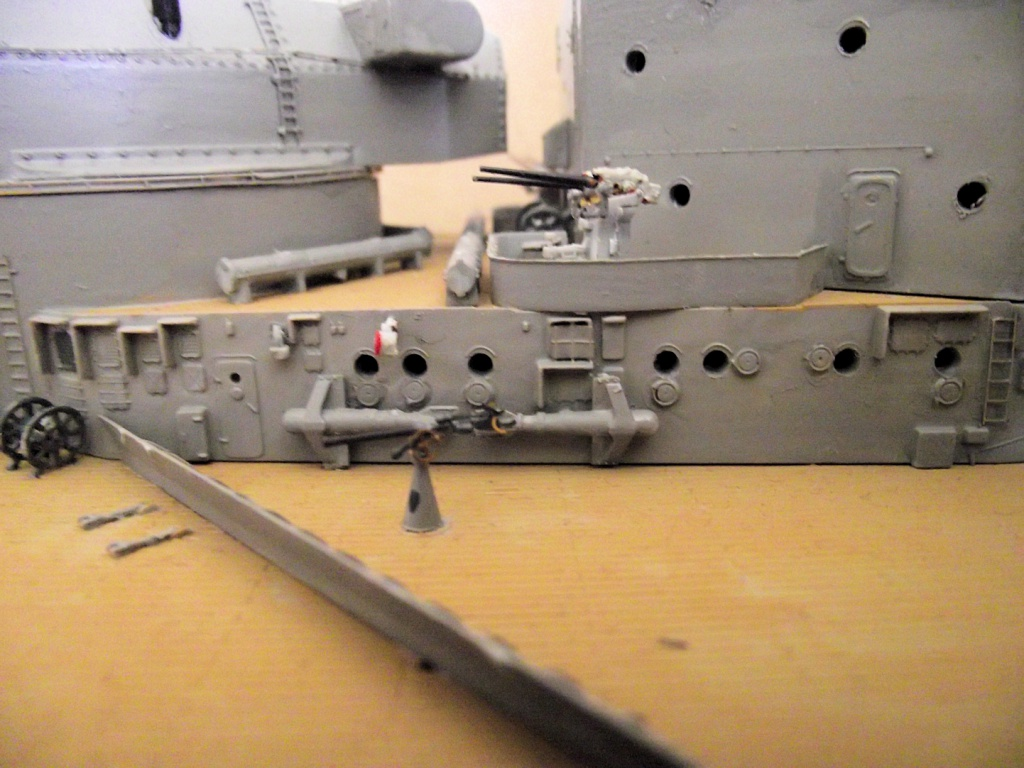 Bismarck Trumpeter 1x200 avec PE et figurines Eduard 840818Bismarck1x20092