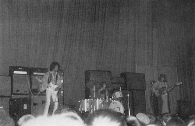 Tampa (Curtis Hixon Hall) : 23 novembre 1968  84751519681123Tampa01
