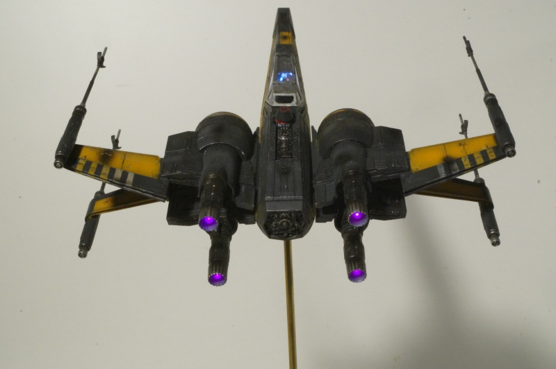 "X-Wing ""Resistance"" T-70 Bandaï 1/72 848760DSC01537"