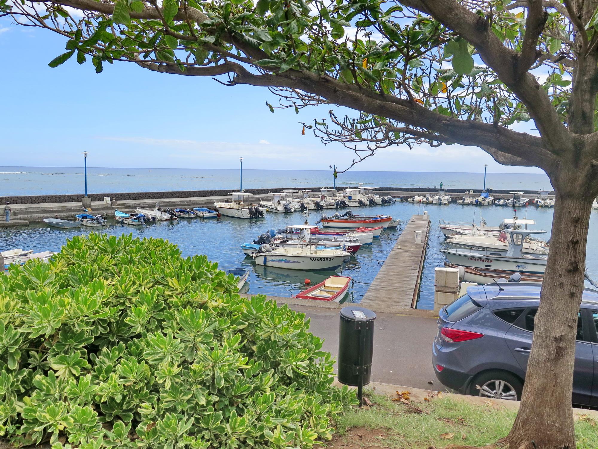 [Vie des ports] Les ports de la Réunion - Page 4 848885stpierrestleu157