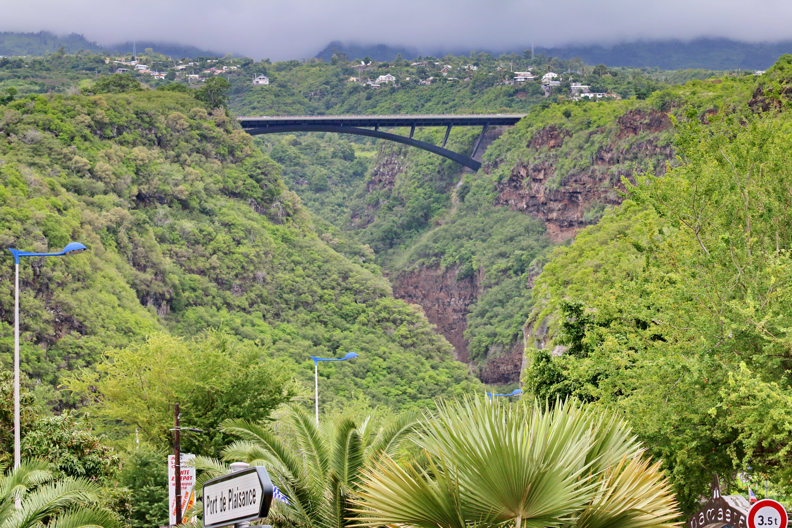 [Vie des ports] Les ports de la Réunion - Page 4 852219stpierrestleu70d155