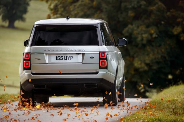 Le Nouveau Range Rover intègre dans sa gamme une motorisation essence hybride rechargeable 866736rr18myphevlwbonroad10101702