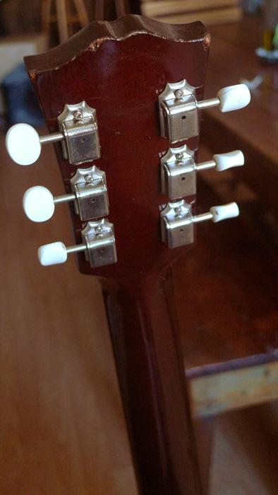 Présentation de nos guitares de grandes marques (présentation des guitares uniquement, pas de commentaires) 874616Dostte