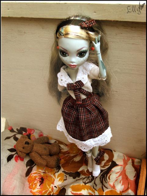 Monster High,  un uniforme d'écolière... 877993DSCF0433