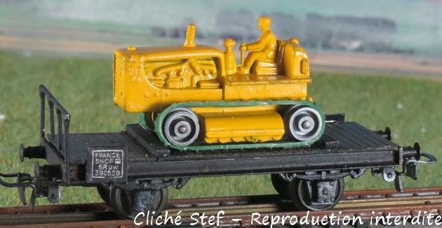 Wagons plats 2 ess maquette et semi maquette chargés par ordre alphabetique 879027VBchenilletteIMG4265R