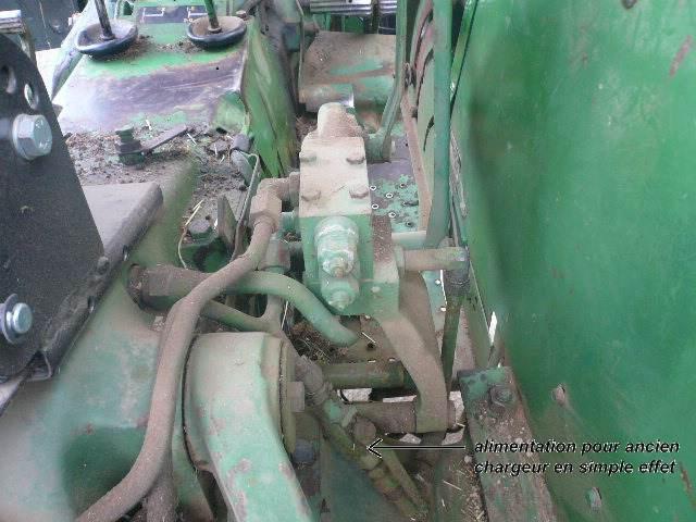 installation d'un distributeur hydraulique  879319P1030999