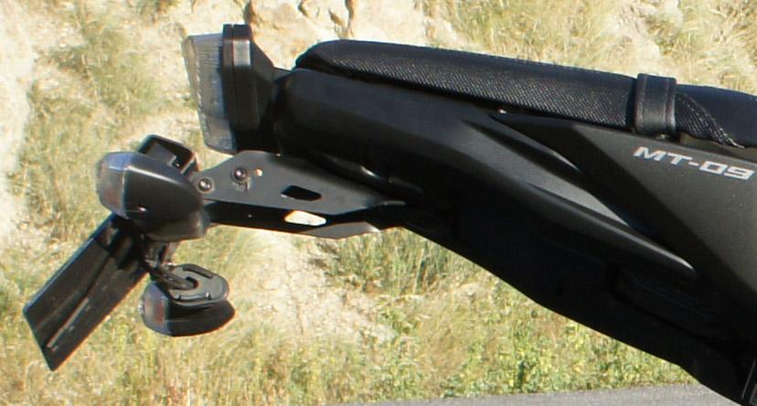 Clignos d'origine non adaptables sur support de plaque Yamaha 882561YQ02