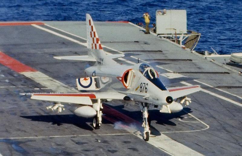 DOUGLAS A-4 SKYHAWK [NOUVELLE VERSION] 893964DouglasA4GSkyhawkHMASMelbourne2