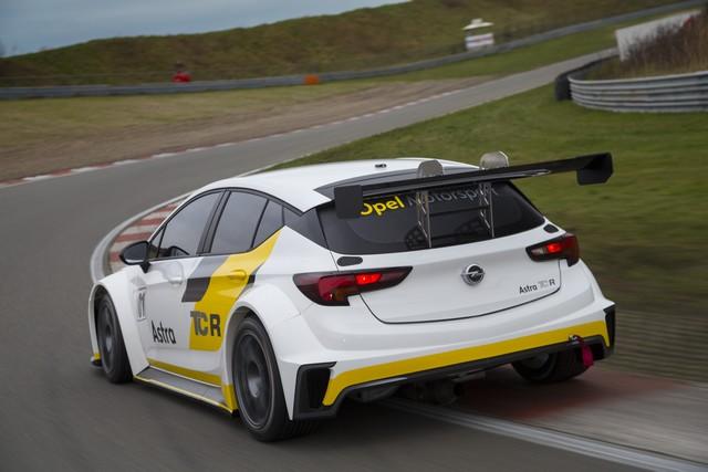 Essais présaison : l'Opel Astra TCR enchaine les kilomètres 899881OpelAstraTCR299186