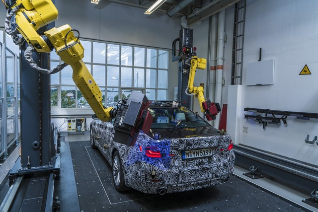 La future BMW Série 5 virtuelle  904169P90228103highResfullyautomatedopti