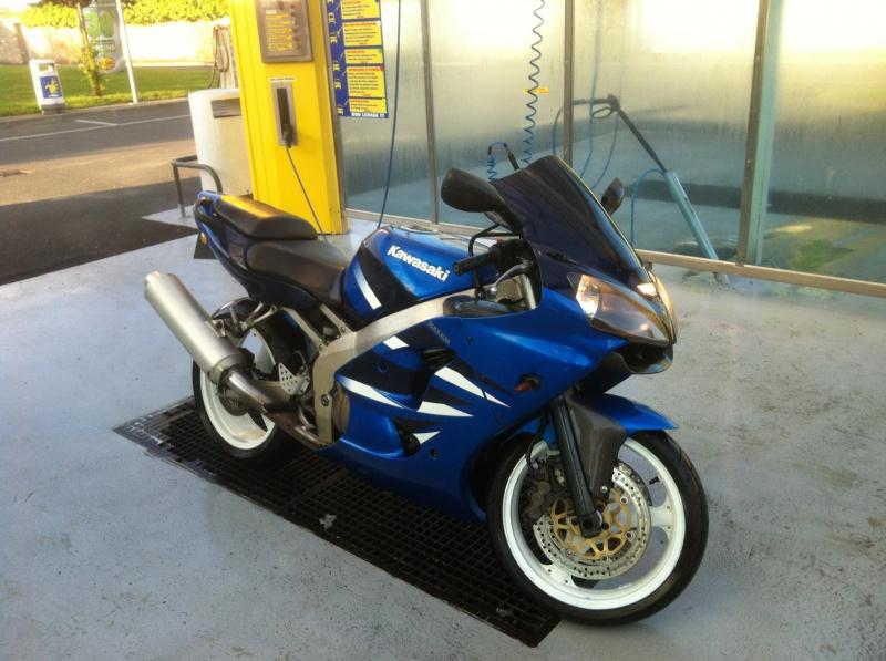ma zx6r bleu de 2001 avec 100000kms!!!  904494image