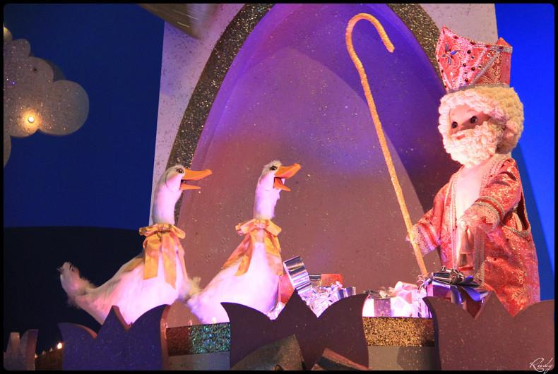 It's small world re- décoré  pour Noël - Page 5 907566IMG0528border