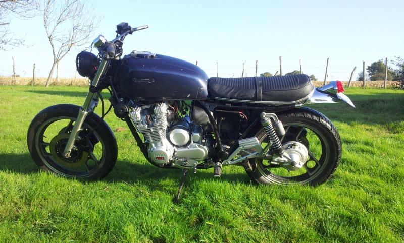 Encore une 900 XJ en mode Brat 92010620141101095543