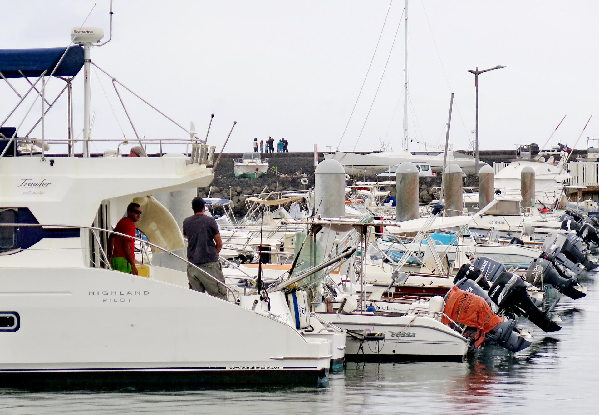 [Vie des ports] Les ports de la Réunion - Page 2 921468saintpierre027