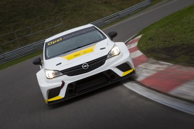 Essais présaison : l'Opel Astra TCR enchaine les kilomètres 924499OpelAstraTCR299178