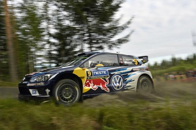 Rallye de Finlande : Latvala et Mikkelsen aux avant-postes, pépin pour Ogier  935119hd022016wrc08dr11122