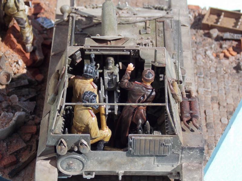 SU 76 M Tamiya et ruine Verlinden 1/35 - Page 8 937034DSCN4506