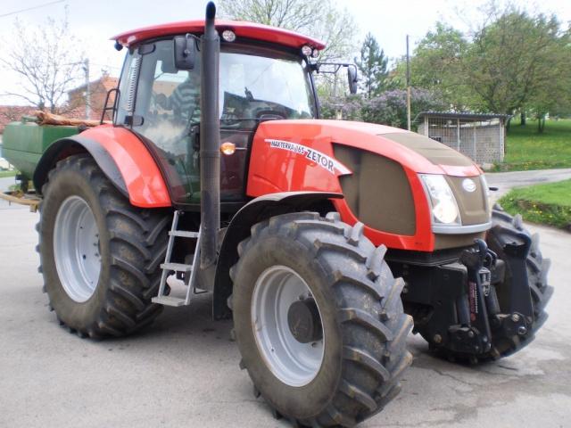 Photos de tracteurs Zetor  - Page 2 946465P5060032