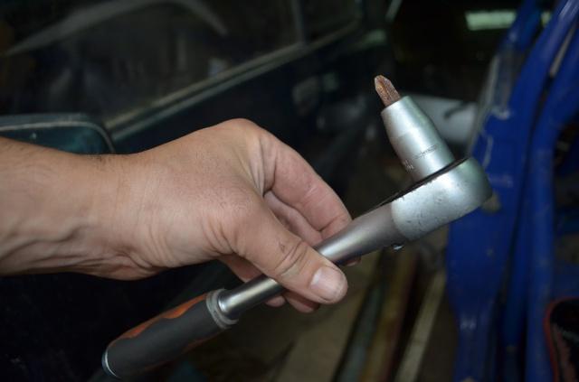Tuto: Changer ses plaquettes de freins/disques arrière (1,9) 948003DSC0172