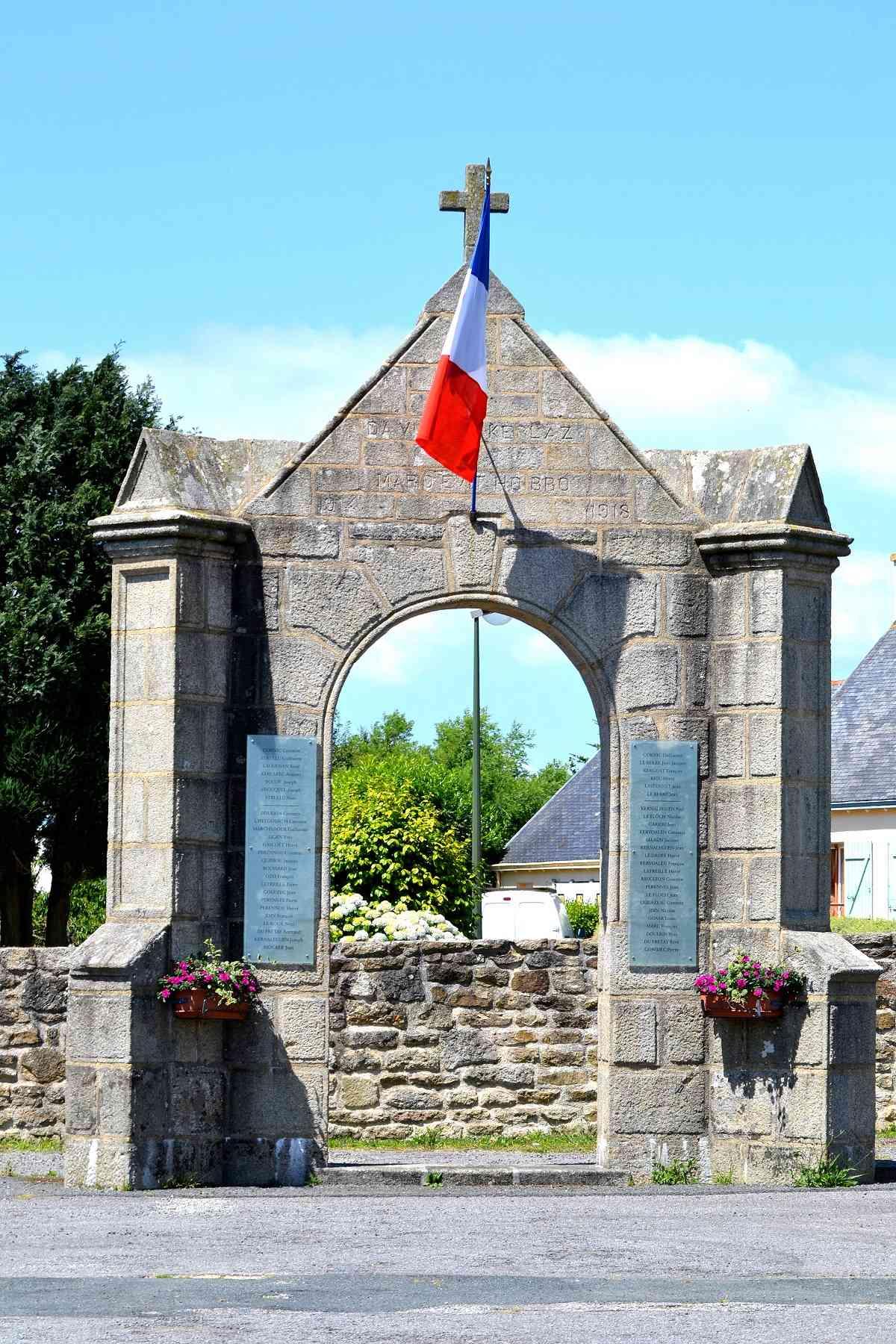 [Histoires et Histoire] Monuments aux morts originaux Français Tome 1 - Page 38 949001dsc01101